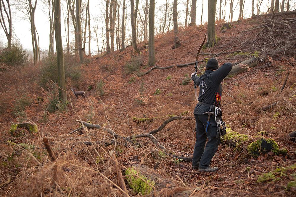 Bogenschießen Waldparcours Schütze mit Hoyt Buffalo Recurve Bogen