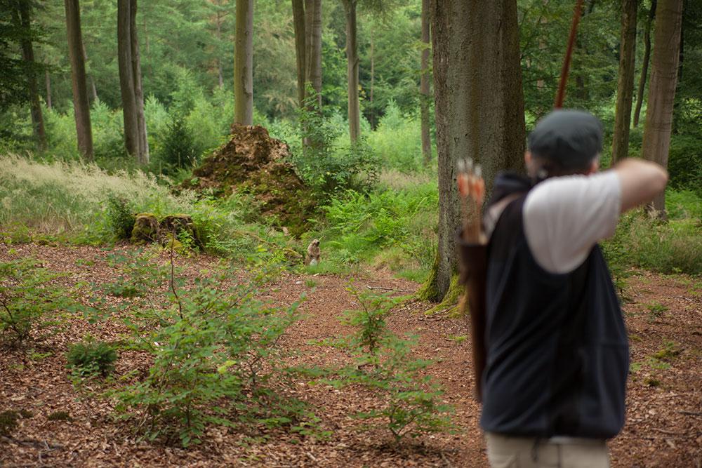 Pfeil und BogenWelt Dortmund Waldparcours, Schütze mit Langbogen