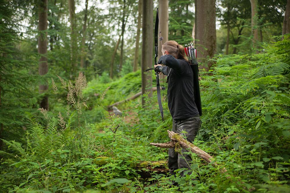 Pfeil und BogenWelt Dortmund Waldparcours, Schütze mit Hoyt Buffalo Recurve Bogen